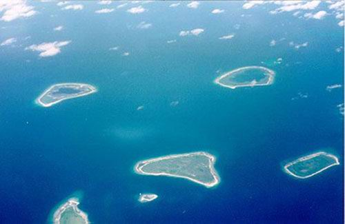 A cluster of reefs off the southern coast of Tawi Tawi.